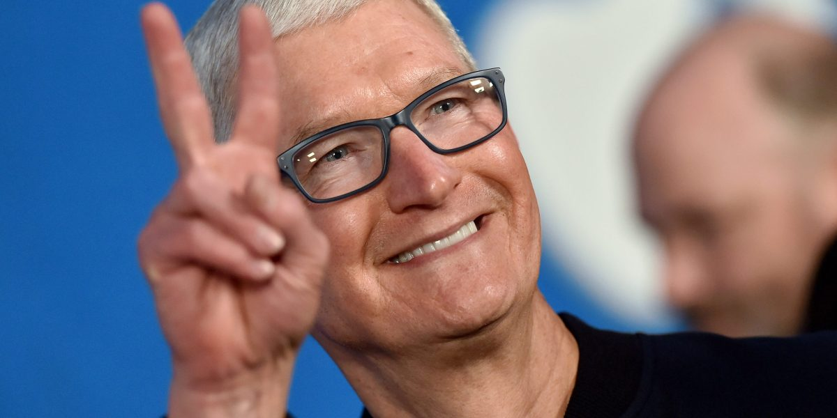 US stock market slips but Apple, Google, and Microsoft report big earnings – Fortune