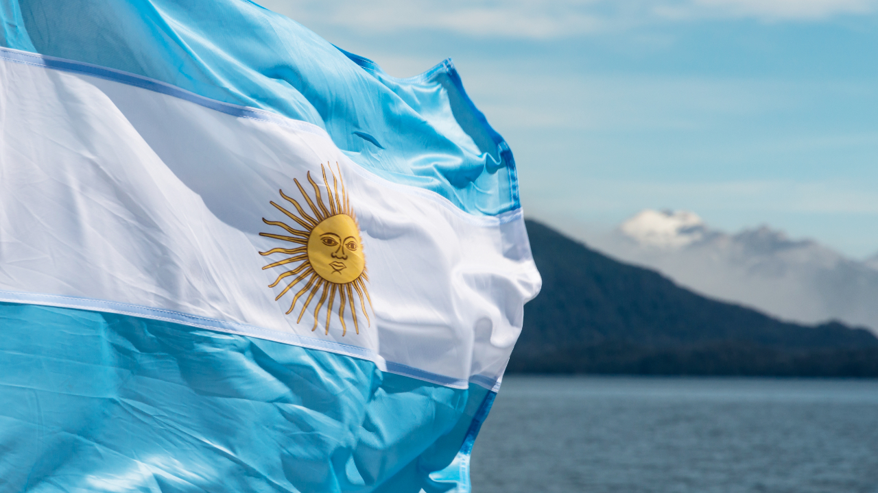 Argentine Lawmaker Presents Bill Enabling Workers to Receive Salary in Cryptocurrency – Regulation Bitcoin News